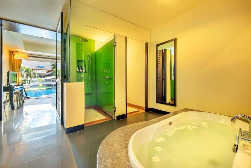 gold suite bathroom